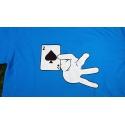 Camiseta azul mano sujetando el As de Picas