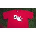 Camiseta roja claro mano sujetando el As de Picas